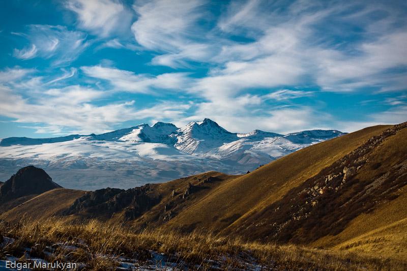 Արագածը Արայի լեռան վրայից